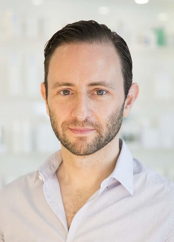 Dr. David Bacman, Dermatologe und Facharzt für Faltenbehandlung und Ästehtische Medizin in Köln